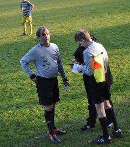 Yanlış numaralı yedek futbolcu için hakem antrenörden bilği aldı ve yanlış düzeltildi