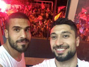 Fahri Akyol (sağda) şampiyonluk sevincini takım arkadaşı Tevfik Altındağ ile birlikte kutladı