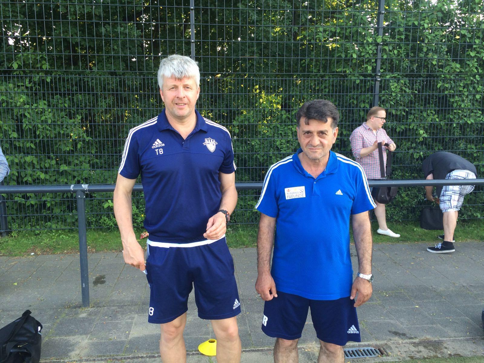Oberliga takımı Kosova'nın antrenörü Thorsten Bayer (solda) ve yardımcısı Ahmet Küçükler