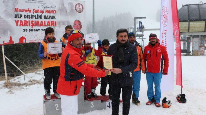 Mustafa Şahap Hancı Alp Disiplini Kayak Yarışmaları, Ilgaz Dağı'nda düzenlendi