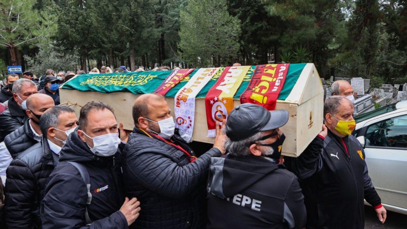Galatasaray'ın unutulmaz futbolcusu Erhan Önal, İzmir'de toprağa verildi