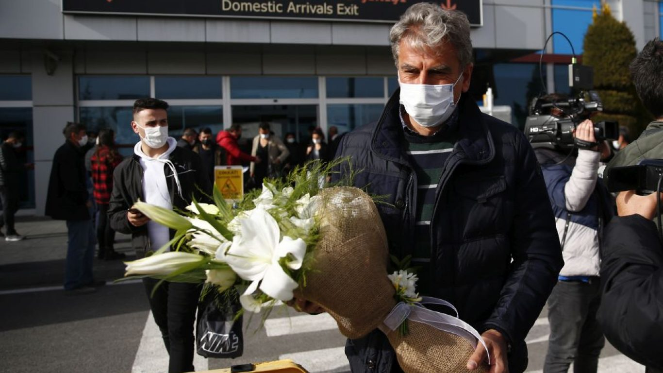 Kayserispor'un prensipte anlaştığı teknik direktör Hamza Hamzaoğlu, Kayseri'ye geldi