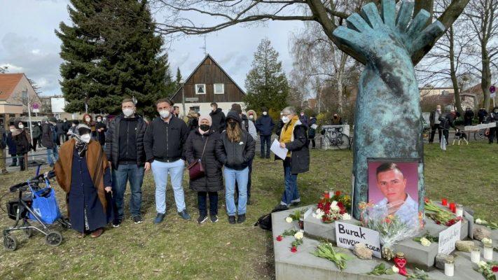 Berlin'de 9 yıl önce ırkçı cinayete kurban gittiği tahmin edilen Burak Bektaş anıldı