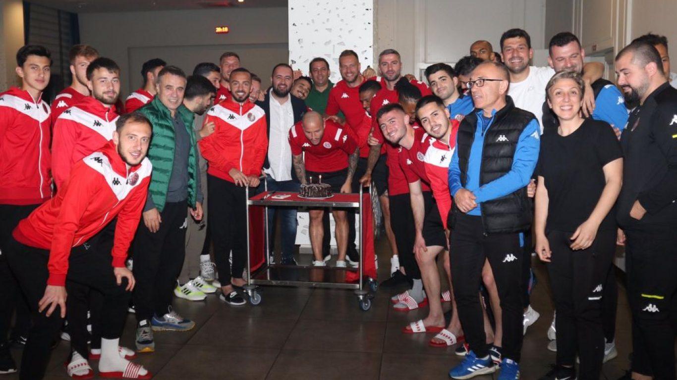 Antalyasporlu Fedor Kudriashov'un doğum günü kutlandı