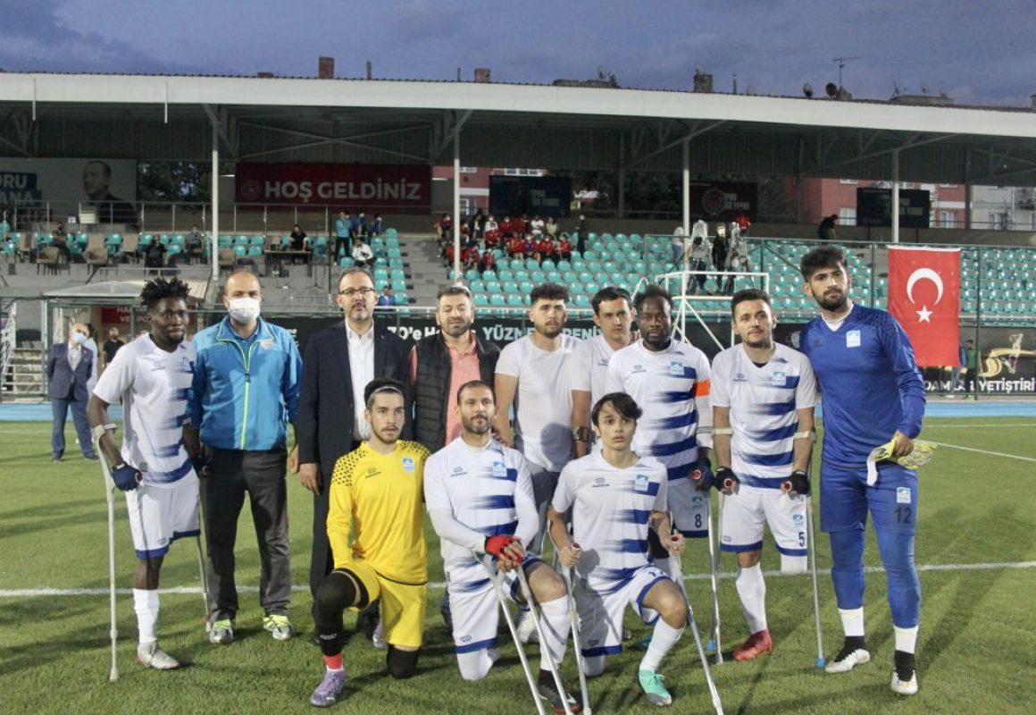 Gençlik ve Spor Bakanı Mehmet Muharrem Kasapoğlu, Ampute Futbol Süper Ligi maçını izledi