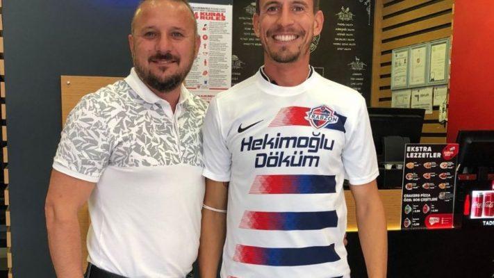 Eski Trabzonsporlu futbolcu Pereira, Misli.com 2. Lig temsilcisi Hekimoğlu Trabzon formasını giydi