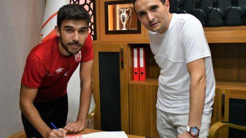 Balıkesirspor, Oğuzhan Çapar ve forvet Roman Bezjak ile sözleşme imzaladı